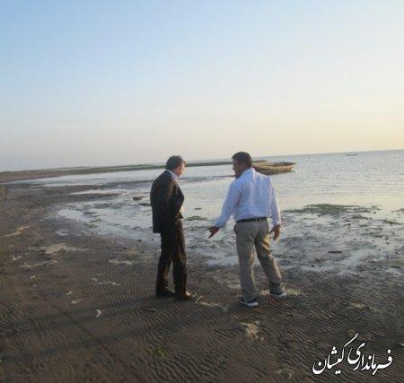 فرماندار گميشان از ساحل دريا و سالن ورزشي روستاي چارقلي بازديد كرد/تصاویر
