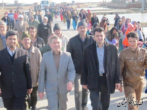 همایش پیاده روی خانوادگی درروستای قلعه جیق شهرستان گمیشان برگزار شد