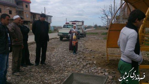 بازدید بخشدار گلدشت از نصب سایبان در ایستگاه ورودی روستاهای بخش