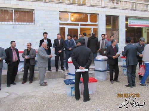 صندوق های اخذ رأی به همراه ملزومات و تعرفه های انتخابات به محل شعبات ارسال شد