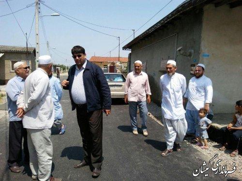بازدید فرماندار از آسفالت معابر سطح روستای قلعه کریم ایشان