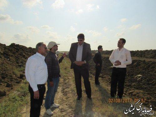 بازدید فرماندار گمیشان از عملیات زهکشی اراضی