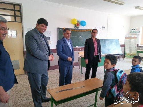 فرماندار گمیشان از دبستان روستای صفا ایشان بازدید کرد