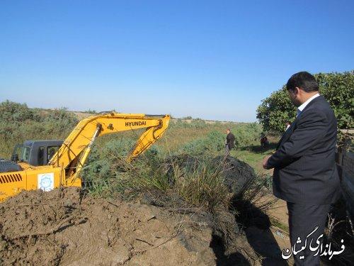 بازدید فرماندار گمیشان از عملیات لایروبی گرگانرود محدوده روستای دهنه