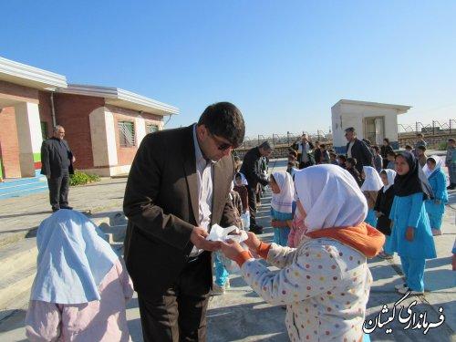 توزیع بسته های سلامت در دبستان روستای صفا ایشان