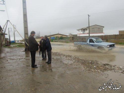 فرماندار گمیشان وضعیت خیابان ورودی روستای خواجه نفس را بازدید و بررسی کرد