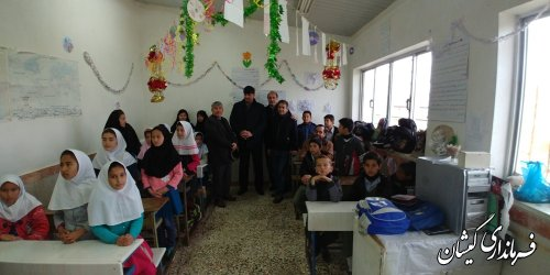 بازدید فرماندار گمیشان از دبستان فرش نگین روستای قلمس