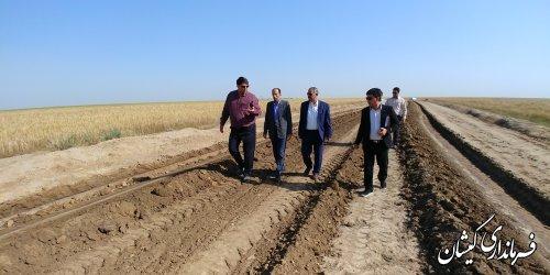 بازدید فرماندار گمیشان از پروژه احداث جاده بین مزارع محدوده روستای توماجلر آلتین
