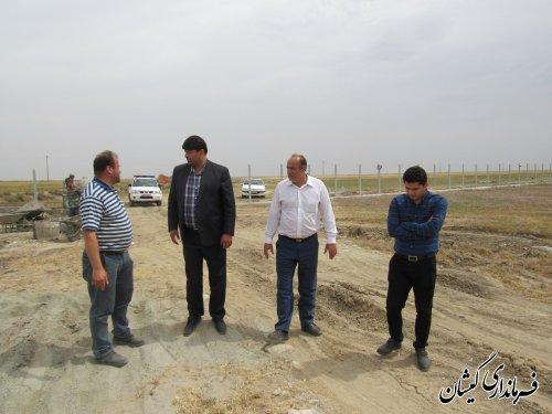 بازدید فرماندار گمیشان از عملیات احداث پروژه اقتصادی پرورش شترمرغ