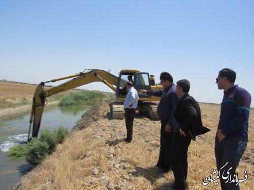 بازدید فرماندار گمیشان از عملیات لایروبی کانال داخل شهر گمیش تپه