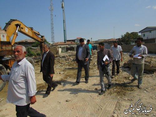 بازدید فرماندار گمیشان از عملیات خاک برداری مدرسه امام محمد باقر (ع)