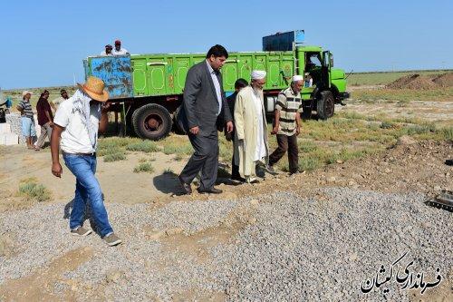 فرماندارو امام جمعه گمیشان از پروژه های عمرانی و اقتصادی در حال اجرا بازدید کردند