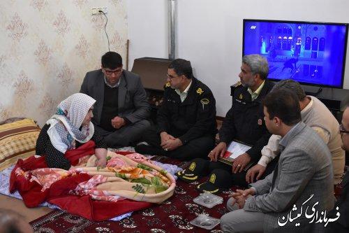 دیدار فرماندار گمیشان و فرماندهی انتظامی استان با خانواده شهید آهنی