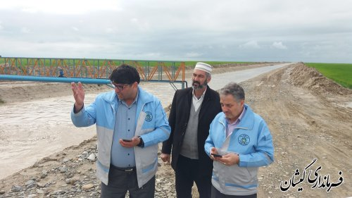 بازدیدمعاون استانداروفرماندارگمیشان از کانال های هدایت آب سطح شهرستان