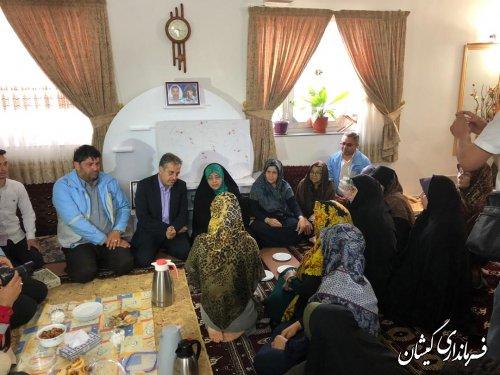 معاون رئیس جمهور با خانواده دو شهیدخدمت سیل شهرستان دیدار کرد