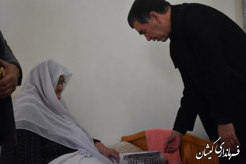 فرماندار گمیشان با خانواده شهید دولتی دیدار کرد